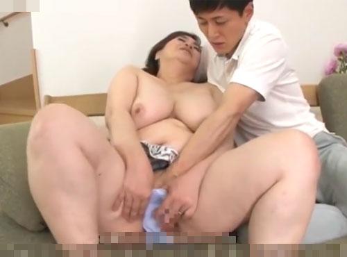 還暦ポチャ熟姑の熟れ熟れの身体に貪りつく婿の60代の性的無料動画